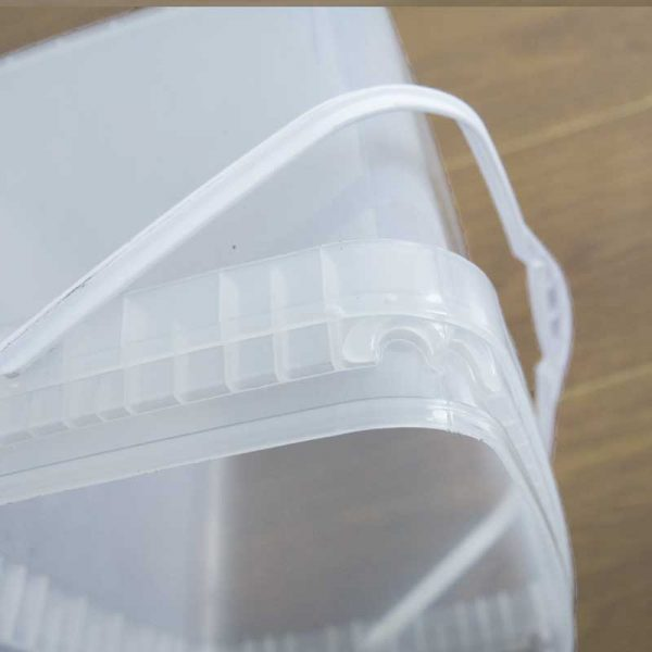 plastic basket with handle close view