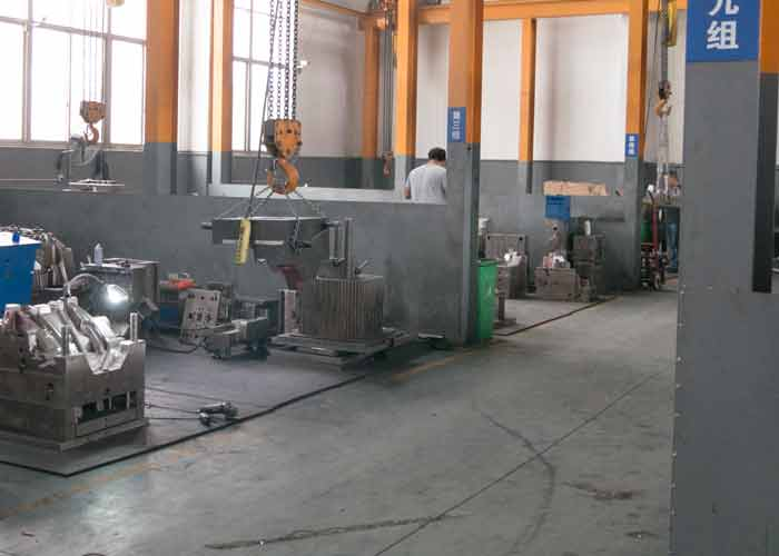 plastic mold manufacturer 1