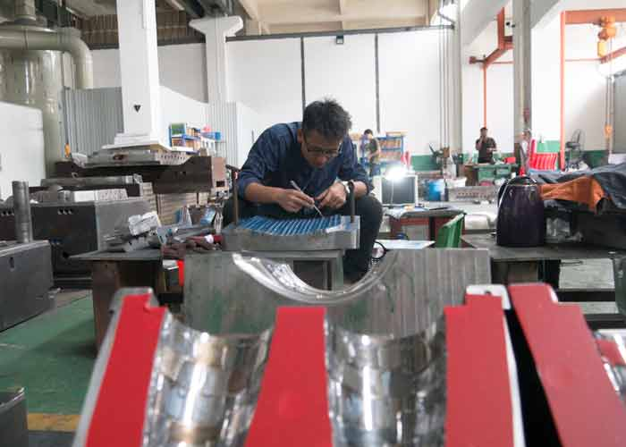 plastic mold manufacturer 3