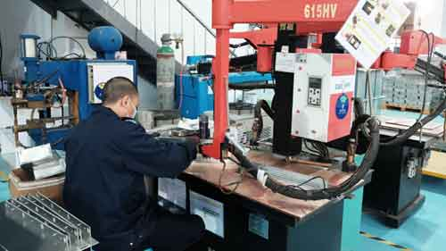 Pinpoint welding of sheet metal parts
